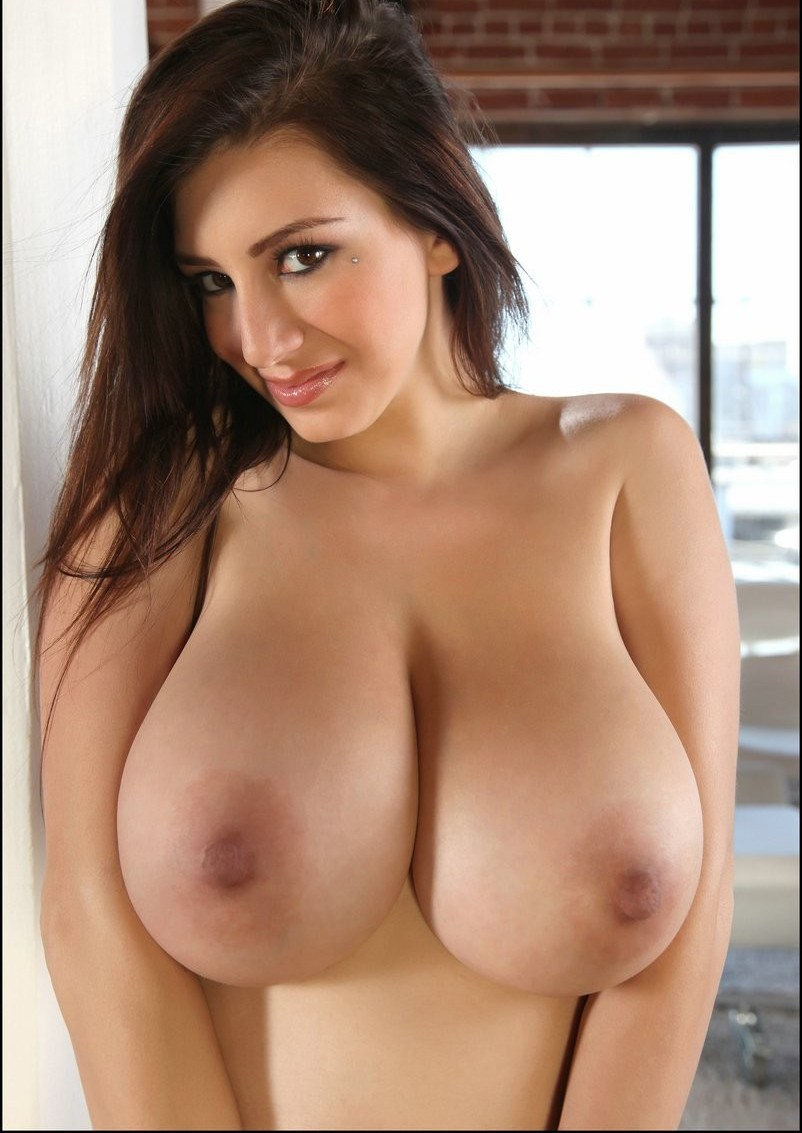 hottest women with huge tities