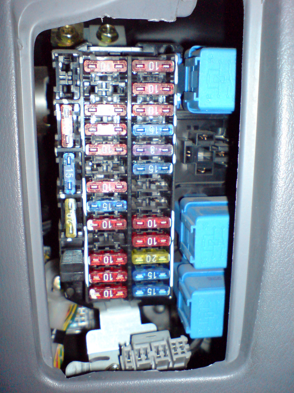 How To Check An Electrical Relay And Wiring Control Circuit as well 22003 Ford F150 Underhood Fuse Box Identification as well 1999 Jeep Wrangler Fuse Box Diagram besides 7men1 350 Master Fuse 2003 F350 6 0 also 2007 Honda Odyssey Parts Diagram. on 2000 jeep fuse identification