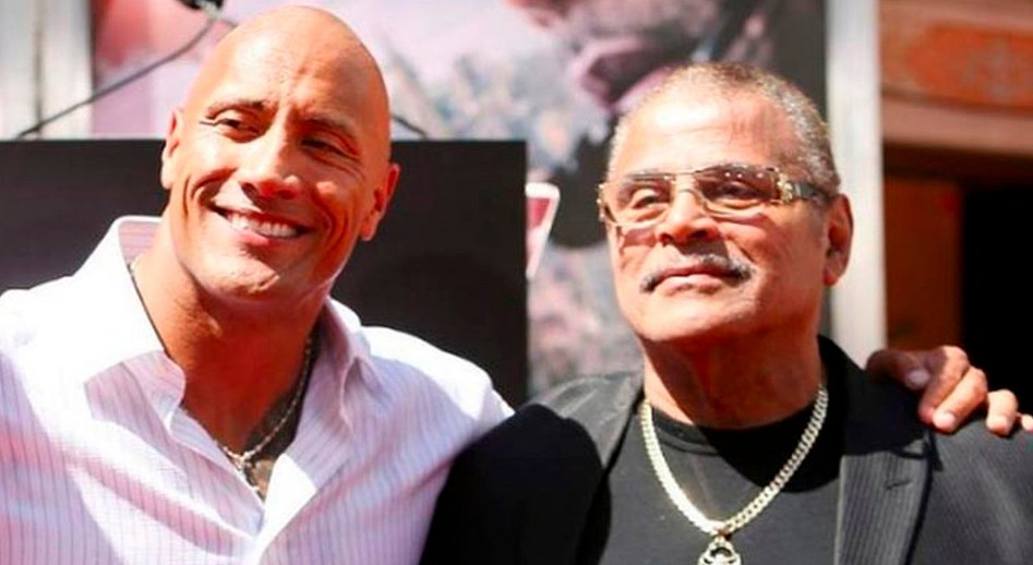 "Rocky Johnson è morto, ex lottatore wrestling e papà di ""The Rock"" Dwayne Johnson."