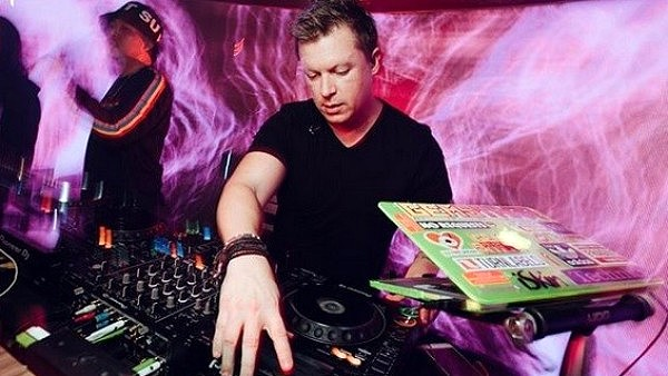 DJ Adam Sky è morto dissanguato a Bali Indonesia.